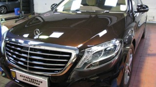 Mercedes-Benz S class 400 Hybrid rear seat entertainment system DVD headrest